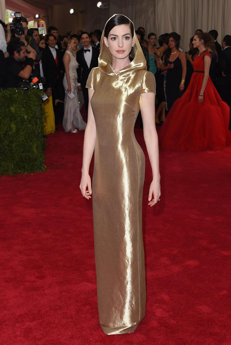 """<h1 class=""""title"""">Anne Hathaway in Ralph Lauren, 2015</h1><cite class=""""credit"""">Photo: Getty Images</cite>"""