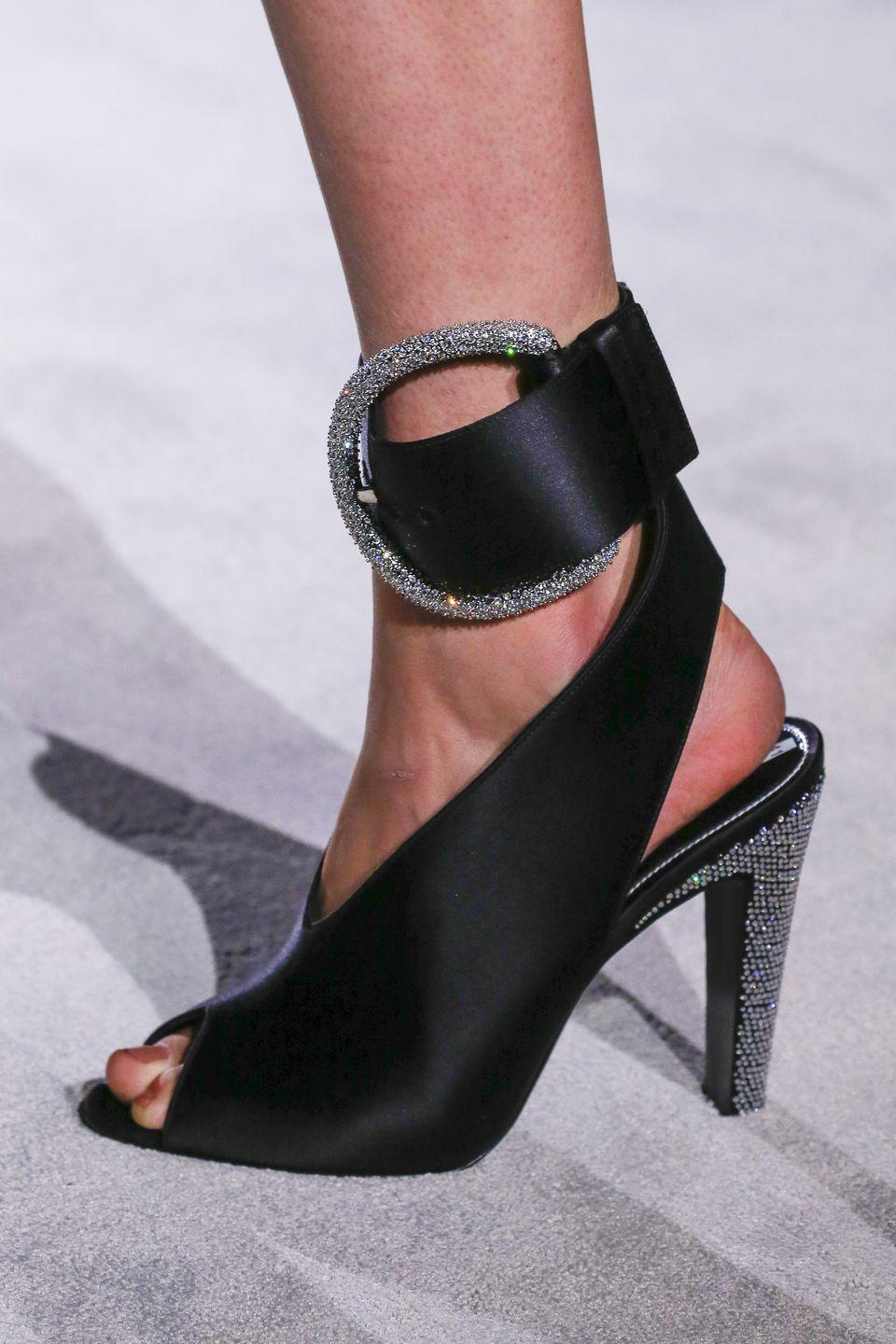 <p>Tom Ford is bringing wide ankle straps back like it's the mid-2000s. </p>