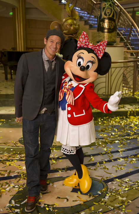 Ty and Minnie caught canoodling. Her feet are twice his size. (Getty Images)