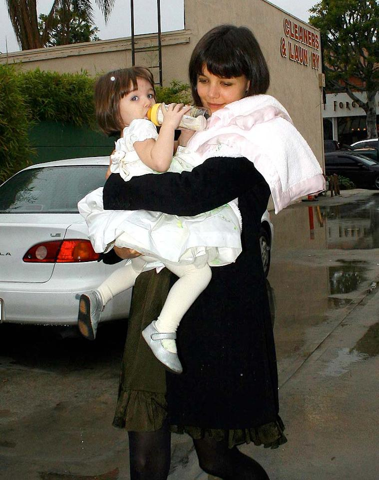 """Katie Holmes spent her 29th birthday Tuesday out with daughter Suri. The two certainly got all dolled up for the occasion! Iv-JM_Lins/<a href=""""http://www.x17online.com"""" target=""""new"""">X17 Online</a> - December 18, 2007"""