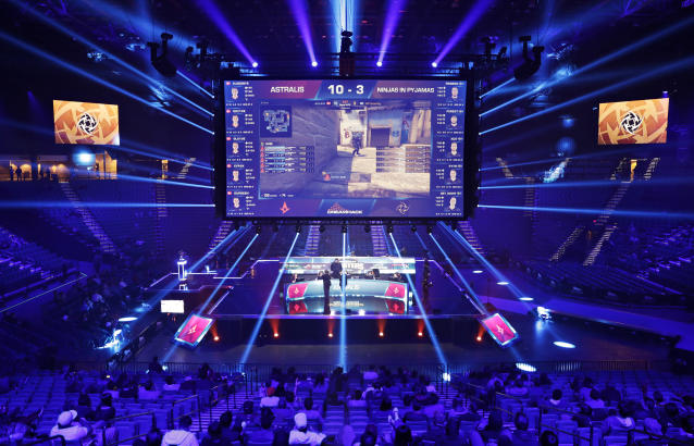 "The <a class=""link rapid-noclick-resp"" href=""/nba/teams/sac/"" data-ylk=""slk:Sacramento Kings"">Sacramento Kings</a> are building an esports facility inside Golden 1 Arena as the NBA continues to invest in the gaming industry. (AP Photo)"