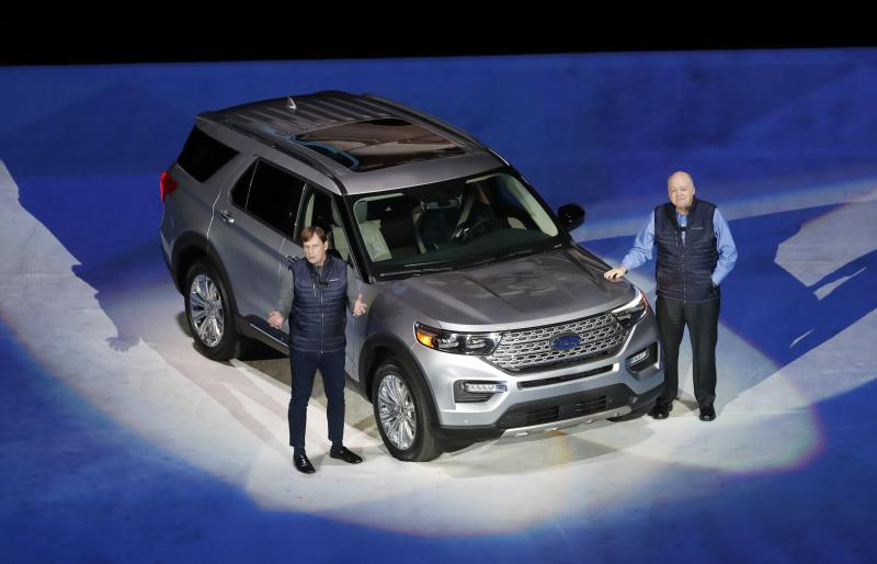 Ford Explorer ST with 400 hp and Explorer Hybrid revealed in Detroit