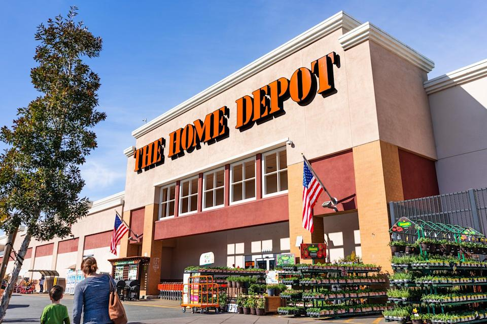 <p>Feb 19, 2020 San Mateo / CA / USA - People shopping at Home Depot in San Francisco bay area; The Home Depot, Inc. is the largest home improvement retailer in the USA</p> (Getty/iStock)