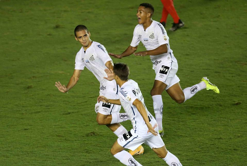 Brazil's Santos Kaiky Fernandes Melo (L) celebrates with teammates after scoring against Venezuela's Deportivo Lara during the Copa Libertadores football tournament second round match at the Vila Belmiro stadium in Santos, Brazil, on March 9, 2021. (Photo by GUILHERME DIONIZIO / POOL / AFP) (Photo by GUILHERME DIONIZIO/POOL/AFP via Getty Images)