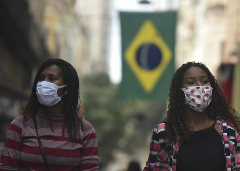 RIO DE JANEIRO, BRAZIL â AUGUST 26: Crowd of people, with their masks, are seen in the central region of the city on August 26, 2020 in Rio de Janeiro, Brazil. In Brazil, the worldâs second worst-hit country after the US, the death toll climbed to 116,580, while the number of cases surged to nearly 3.67 million, including 47,134 new infections. The number of recoveries exceeded 3 million. (Photo by Fabio Teixeira/Anadolu Agency via Getty Images)