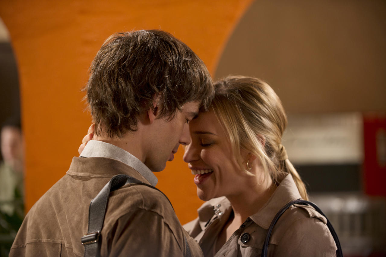 "Christopher Gorham as Auggie Anderson and Piper Perabo as Annie Walker in the ""Covert Affairs"" Season 4 premiere, ""Vamos."""