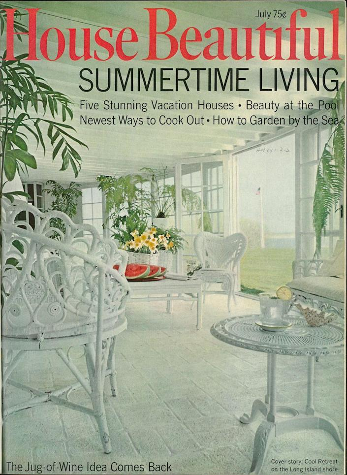 <p>All white has always been in and this cool retreat on the Long Island shore from July 1968 proves it.</p>