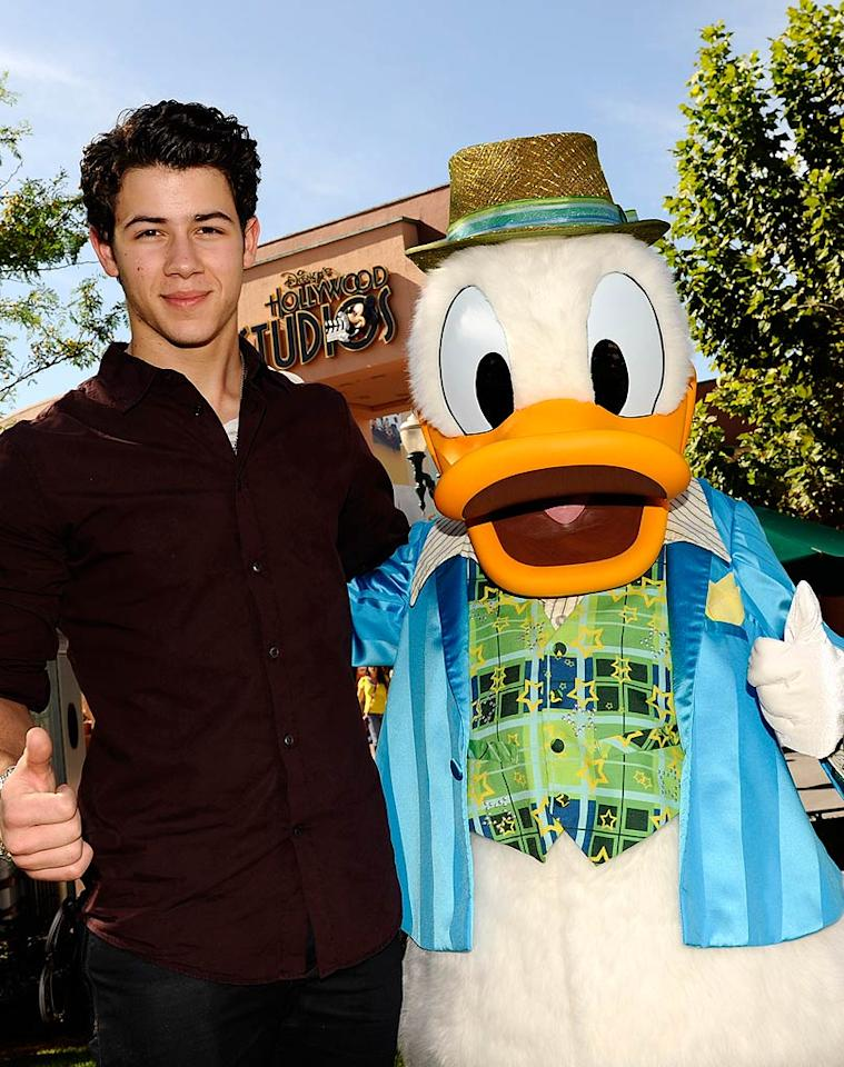 Meanwhile, Joe's little brother Nick played it cool with Donald Duck at Disney's Hollywood Studios theme park in Florida the following day. (11/9/2011)