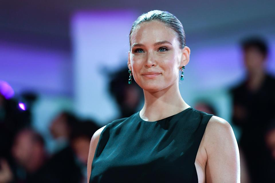 """Israeli model Bar Refaeli arrives on August 29, 2019 for the screening of the film """"Ad Astra"""" during the 76th Venice Film Festival at Venice Lido. (Photo by Alberto PIZZOLI / AFP)        (Photo credit should read ALBERTO PIZZOLI/AFP/Getty Images)"""