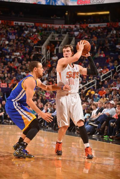 PHOENIX, AZ - FEBRUARY 8: Goran Dragic #1 of the Phoenix Suns is guarded by Stephen Curry #30 of the Golden State Warriors on February 8, 2014 at U.S. Airways Center in Phoenix, Arizona. (Photo by Barry Gossage/NBAE via Getty Images)