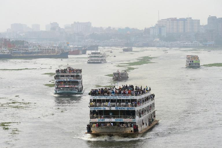 The Buriganga connects the capital with the southern coastal districts through a network of rivers (AFP Photo/MUNIR UZ ZAMAN)