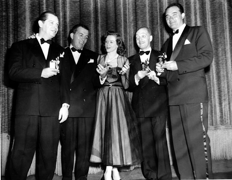 """FILE - In this March 21, 1950 file photo, actor-comedian Milton Berle, left, master of ceremonies Ed Sullivan, singer Fran Warren, Everett Sloane and Mel Allen pose with their Michael awards at the First Annual Awards and Dinner of the Academy of Television Arts and Sciences for Television and Radio in New York City. Warren, whose 1947 recording of """"A Sunday Kind of Love"""" was one of the classic hits of the big band era, died of natural causes on March 4, 2013. She was 87. (AP Photo, File)"""