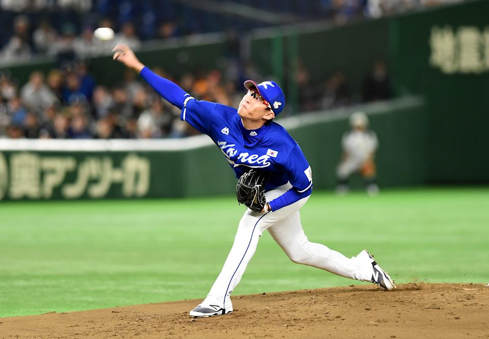 South Korean starter Park Se-Woong throws a pitch the first inning during the Asia Professional Baseball Championships final match between South Korea and Japan at the Tokyo Dome in Tokyo on November 19, 2017. / AFP PHOTO / Toru YAMANAKA        (Photo credit should read TORU YAMANAKA/AFP via Getty Images)