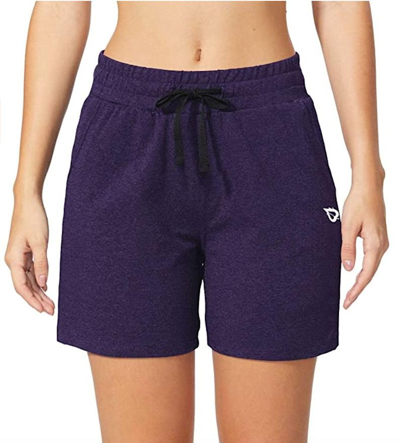 """These<a href=""""https://amzn.to/3gSam1c"""" target=""""_blank"""" rel=""""noopener noreferrer"""">cotton shorts</a>(they have a hint of spandex in them as well) feature a drawstring waist and side and back pockets for anything you might need on a walk. They're high-waisted to pair with cropped tees.<br /><br /><strong>Sizes:</strong> These shorts come in sizes XS to 3X.<br /><strong>Rating:</strong> They have a 4.3-star rating over more than 1,600 reviews.<br /><strong>$$$:</strong> <a href=""""https://amzn.to/3gSam1c"""" target=""""_blank"""" rel=""""noopener noreferrer"""">Find them for $23 at Amazon</a>."""