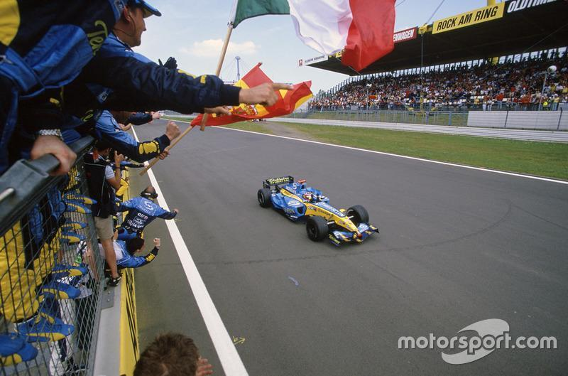 "Fernando Alonso, Renault R25<span class=""copyright"">LAT Photographic</span>"