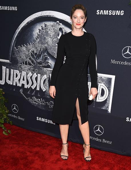 "When Judy Greer Yahoo'd herself, she said, ""I am terrified of the red carpet and never know how to stand."" But to face her fear, she figured out the right pose to make sure every picture that ends up on the Internet actually looks good. At the ""Jurassic World"" premiere, the actress who has a role in the film, worked it like a pro in a long-sleeved black dress."