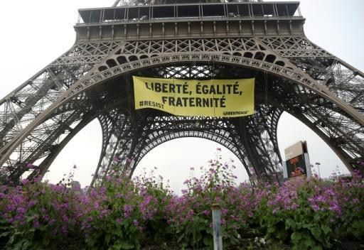 Eiffel Tower demo banner urges voters to 'resist' Le Pen