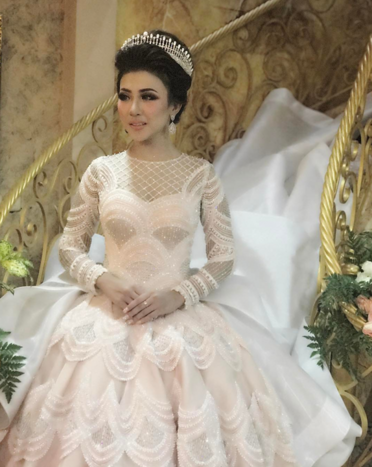 Indonesian bride\'s gown becomes the most liked wedding dress on ...