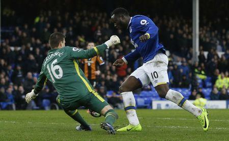 Everton v Hull City - Premier League - Goodison Park - 18/3/17 Everton's Romelu Lukaku scores their fourth goal as Hull City's Eldin Jakupovic attempts to make a save Reuters / Andrew Yates Livepic