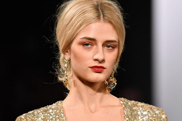 <p>Models at Badgley Mischka sported a muted burnt-red lip paired with lightly shaded lids and cheeks in neutral tones. (Photo: Getty Images) </p>