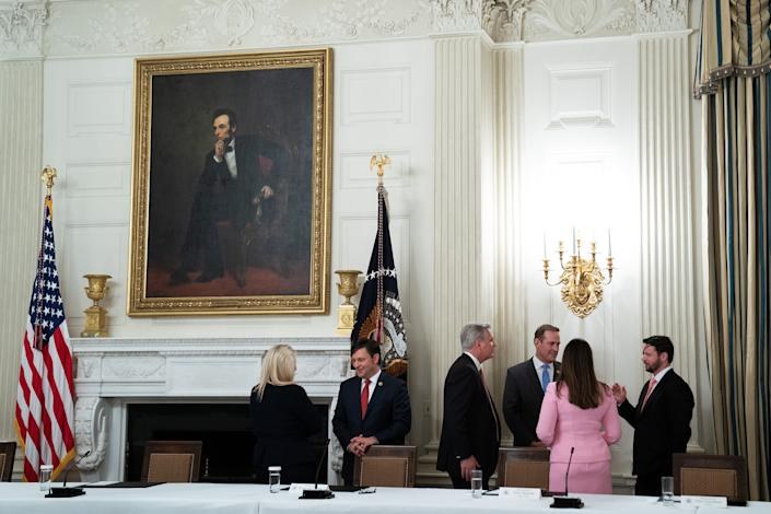 Why does this White House meeting in the middle of a pandemic look more like a cocktail hour? (Photo: Pool via Getty Images)