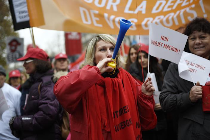 A demonstrator holds a flag reading ''No the Macron project'' during a protest on December 10, 2014 in Paris (AFP Photo/Martin Bureau)