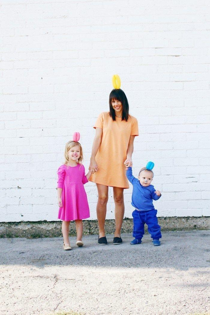 """<p>We're doggone in love with this clever DIY, which makes you and your fellow balloon animals look straight out a carnival.</p><p><strong>Get the the tutorial at <a href=""""http://www.ajoyfulriot.com/diy-balloon-dog-halloween-costume/"""" rel=""""nofollow noopener"""" target=""""_blank"""" data-ylk=""""slk:A Joyful Riot"""" class=""""link rapid-noclick-resp"""">A Joyful Riot</a>. </strong></p><p><strong><a class=""""link rapid-noclick-resp"""" href=""""https://www.amazon.com/Qualatex-Carnival-Latex-Assortment-Professional/dp/B00BR24U60/?tag=syn-yahoo-20&ascsubtag=%5Bartid%7C10050.g.28181767%5Bsrc%7Cyahoo-us"""" rel=""""nofollow noopener"""" target=""""_blank"""" data-ylk=""""slk:SHOP BALLOONS"""">SHOP BALLOONS</a><br></strong></p>"""