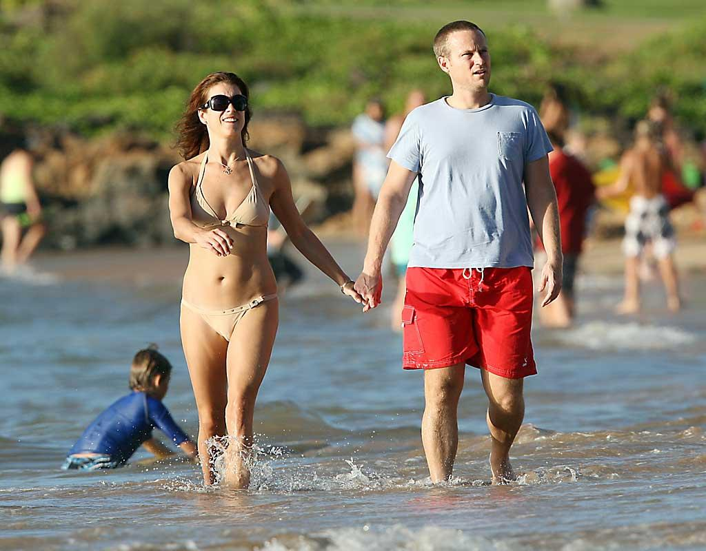 """""""Private Practice"""" star Kate Walsh and husband Alex Young stayed away from the cold by spending the holiday week in Hawaii. <a href=""""http://www.splashnewsonline.com/"""" target=""""new"""">Splash News</a> - November 23, 2007"""