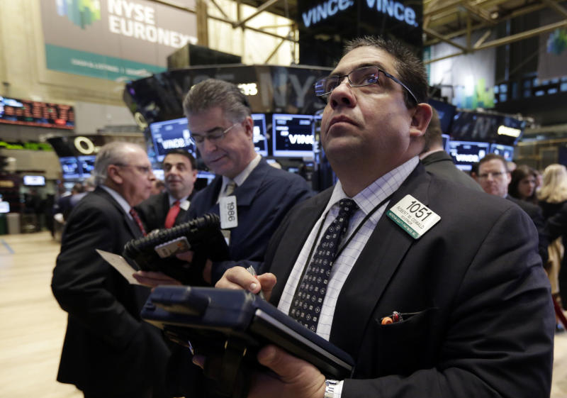 Stocks end mixed on quiet day; energy stocks fall