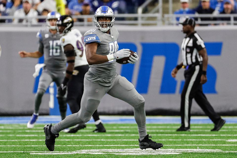 Lions tight end Darren Fells runs against the Ravens during the first half of the Lions' 19-17 loss at Ford Field on Sunday, Sept. 26, 2021.