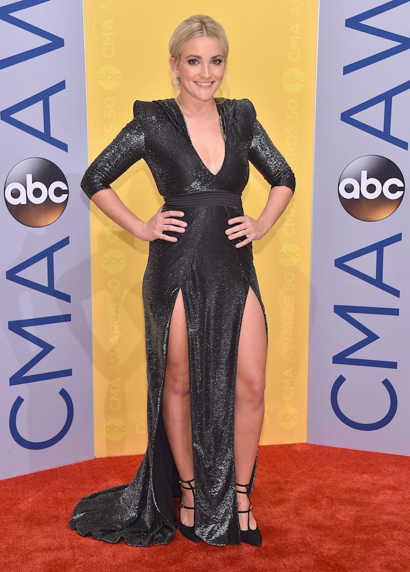 Jamie Lynn Spears poses on the red carpet