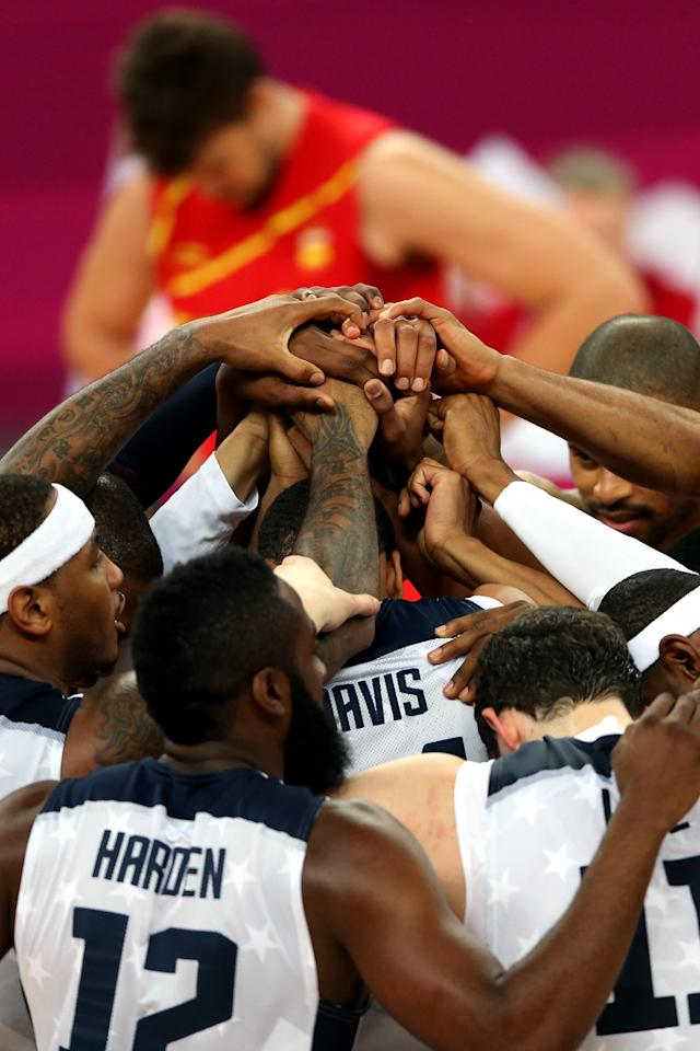 LONDON, ENGLAND - AUGUST 12: The United States players join hands as they celebrate winning the Men's Basketball gold medal game between the United States and Spain on Day 16 of the London 2012 Olympics Games at North Greenwich Arena on August 12, 2012 in London, England. (Photo by Streeter Lecka/Getty Images)