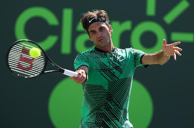 Roger Federer of Switzerland returns a shot against Juan Martin Del Potro of Argentina during Day 8 of the Miami Open at Crandon Park Tennis Center on March 27, 2017 in Key Biscayne, Florida (AFP Photo/AL BELLO)