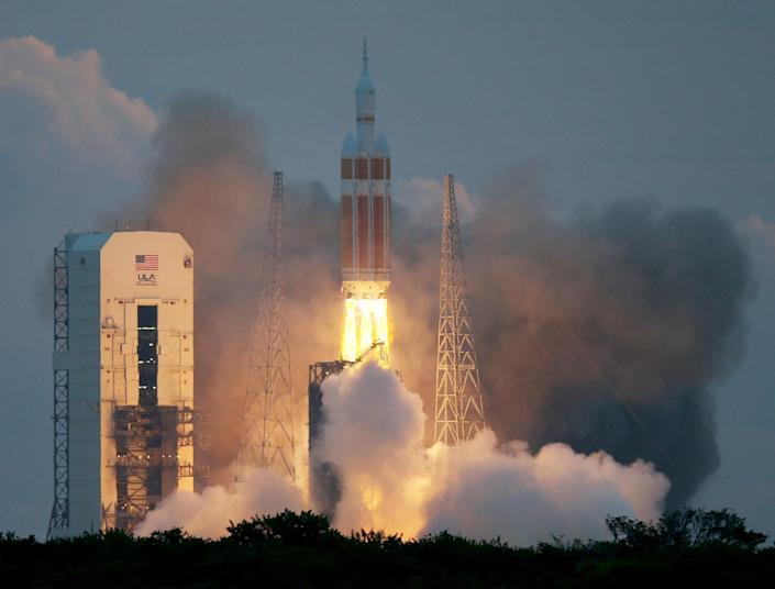 The United Launch Alliance Delta IV rocket carrying NASA's first Orion deep space exploration craft takes off from Cape Canaveral, Florida, on December 5, 2014 (AFP Photo/Joe Raedle)