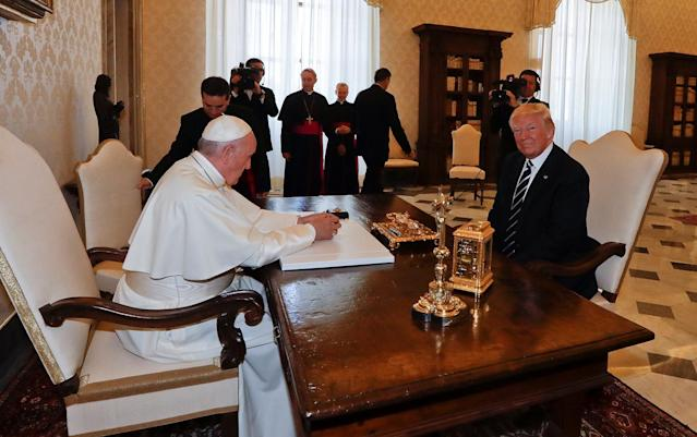 <p>Pope Francis meets U.S. President Donald Trump during a private audience at the Vatican, May 24, 2017. (Photo: Alessandra Tarantino/Reuters) </p>