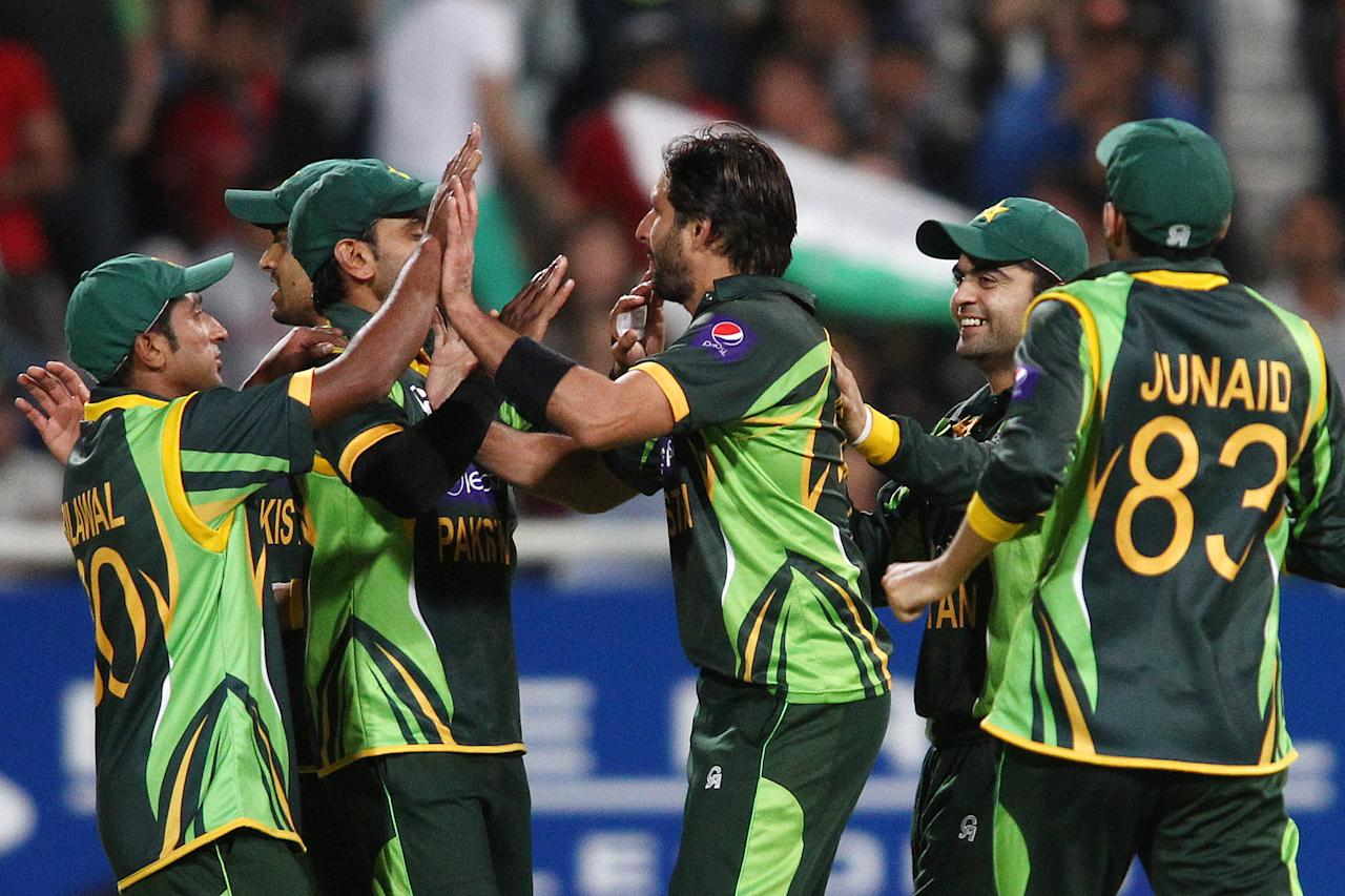 CAPE TOWN, SOUTH AFRICA - NOVEMBER 22: Pakistan captain Mohammad Hafeez and Shahid Afridi of Pakistan are congratulated for getting South African captain Faf du Plessis wicket during the 2nd T20 International match between South Africa and Pakistan at Sahara Park Newlands on November 22, 2013 in Cape Town, South Africa. (Photo by Shaun Roy/Gallo Images/Getty Images)