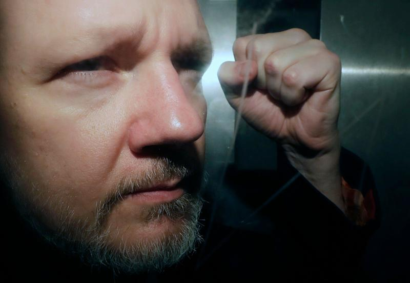 Julian Assange: Sweden reopens rape case
