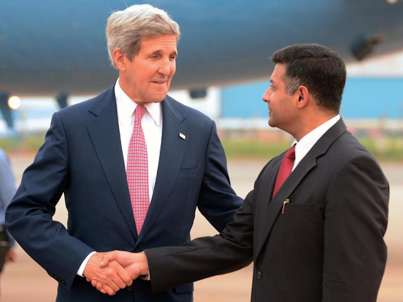 US Secretary of State John Kerry shakes hands with Indian Ministry of External Affairs Joint Secretary Vikram Kumar Doraiswami upon his arrival at Palam Air Base in New Delhi on July 30, 2014 (AFP Photo/Raveendran)