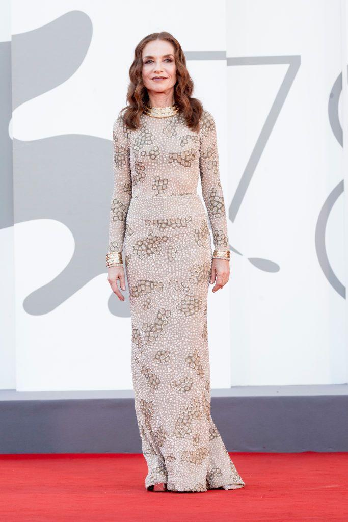 <p>The French star wore a Armani Privé gown to the red carpet for 'Madres Paralelas'.</p>