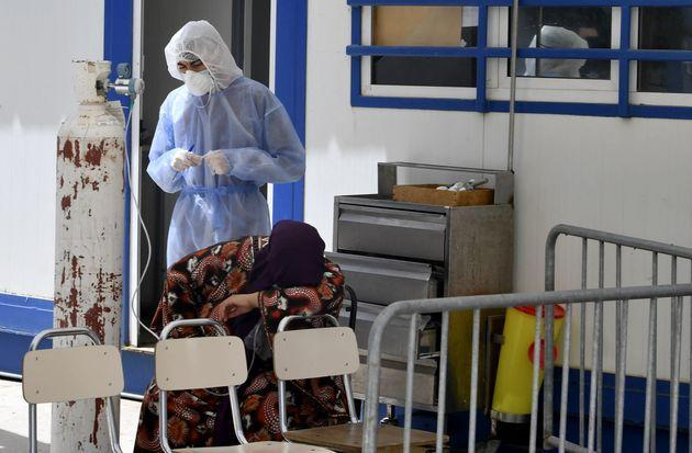 A woman infected by the Covid-19 coronavirus receives oxygen as a first aid at a hospital in the northwestern town of Beja on June 22, 2021 as Tunisia's health authorities cope with a spike in Covid-19 cases in the area. (Photo by FETHI BELAID / AFP) (Photo by FETHI BELAID/AFP via Getty Images) (Photo: FETHI BELAID via Getty Images)