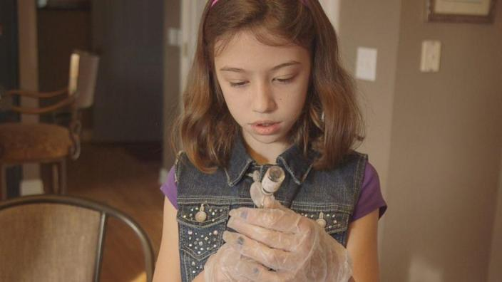 9-year-old girl saves parents overdosing on heroin while