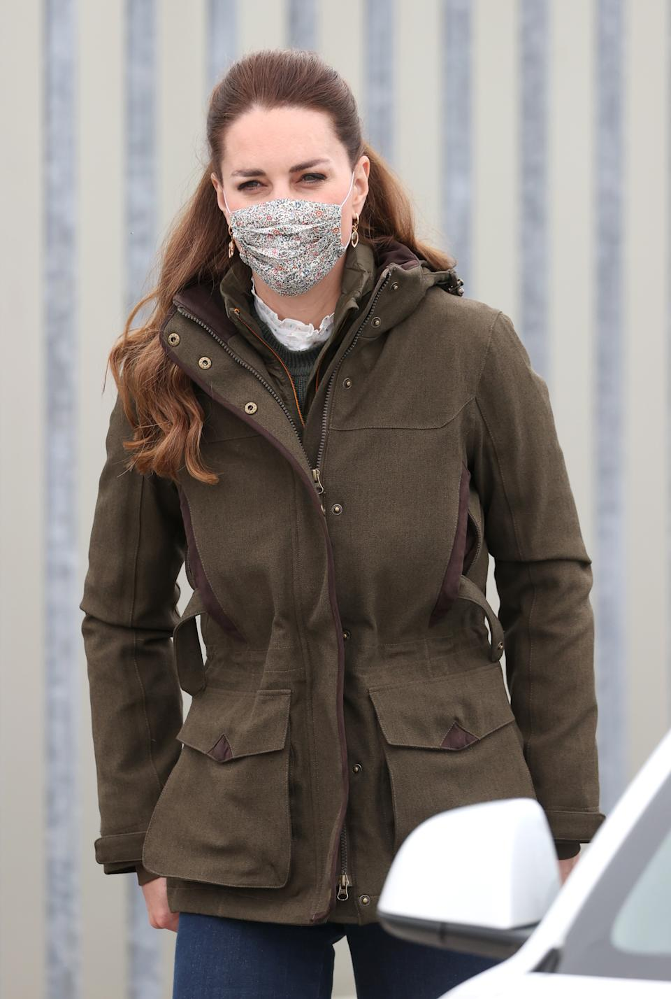 The Duchess of Cambridge's pie-crust shirt could be seen underneath her jumper. (Getty Images)