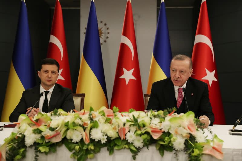 Turkish President Tayyip Erdogan and Ukraine's President Volodymyr Zelenskiy attend a joint news conference in Istanbul