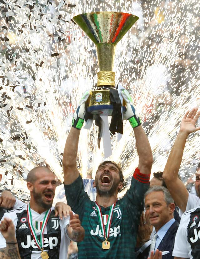 Soccer Football - Serie A - Juventus vs Hellas Verona - Allianz Stadium, Turin, Italy - May 19, 2018 Juventus' Gianluigi Buffon lifts the trophy in celebration of winning the league REUTERS/Stefano Rellandini