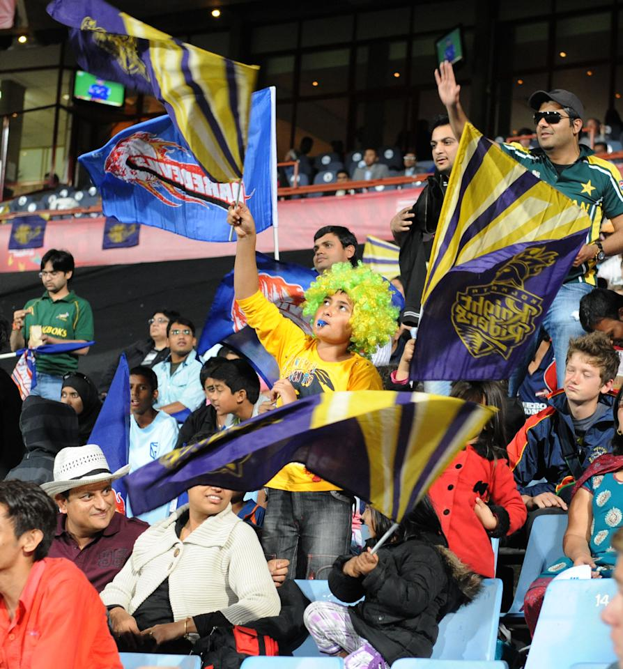 PRETORIA, SOUTH AFRCA - OCTOBER 13:  Fans show their support during the Karbonn Smart CLT20 match between Kolkata Knight Riders (IPL) and Delhi Daredevils (IPL) at SuperSport Park on October 13, 2012 in Pretoria, South Africa.  (Photo by Lee Warren/Gallo Images/Getty Images)