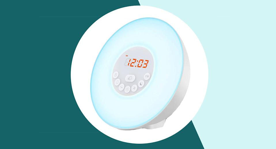This top-rated £30 wake-up light alarm clock could make your mornings brighter. (Getty Images)