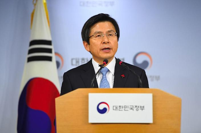 South Korea's Prime Minister and acting President Hwang Kyo-Ahn delivers a public address at the government complex in Seoul, on December 9, 2016 (AFP Photo/Jung Yeon-Je)