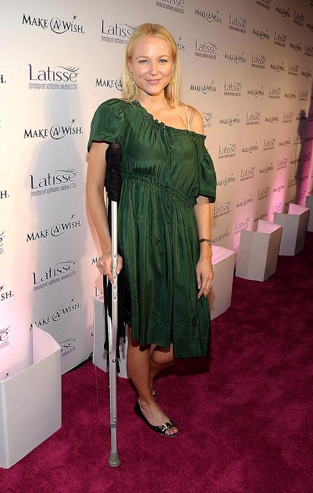 "Although Jewel hobbled into the soiree on crutches, we can't forgive her for donning this sloppy green dress. Jordan Strauss/<a href=""http://www.wireimage.com"" target=""new"">WireImage.com</a> - March 26, 2009"