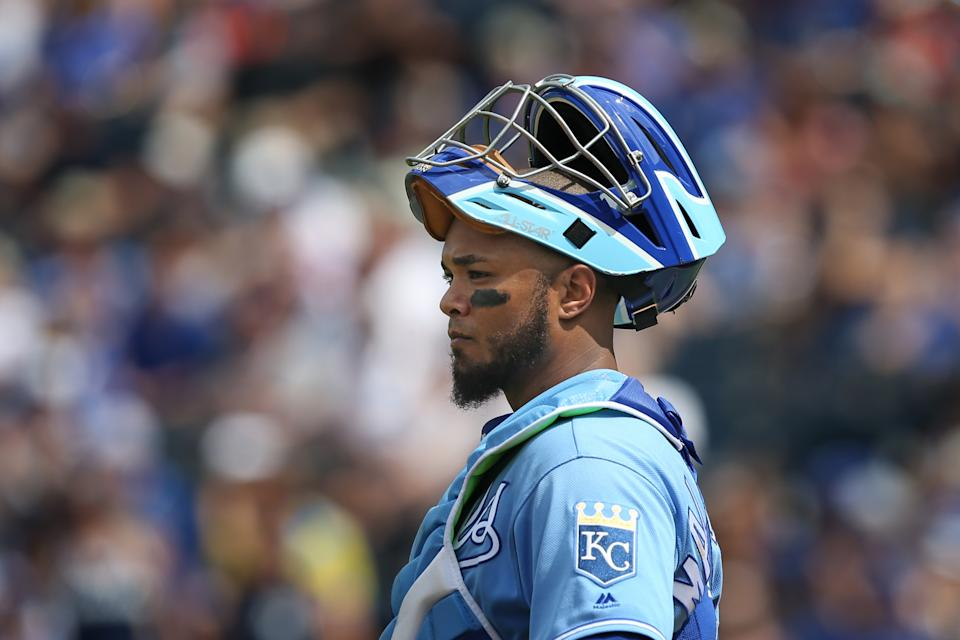 KANSAS CITY, MO - MAY 25: Kansas City Royals catcher Martin Maldonado (16) in the eighth inning of an MLB game between the New York Yankees and Kansas City Royals on May 25, 2019 at Kauffman Stadium in Kansas City, MO.  (Photo by Scott Winters/Icon Sportswire via Getty Images)