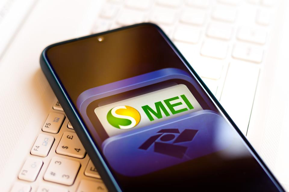 BRAZIL - 2020/09/05: In this photo illustration the Microempreendedor Individual (MEI) logo seen displayed on a smartphone. (Photo Illustration by Rafael Henrique/SOPA Images/LightRocket via Getty Images)